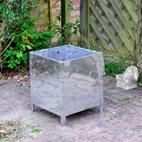 This square incinerator is ideal for burning your wooden pruning and turning waste to ash! Made from galvanised steel, it has a sturdy construction an