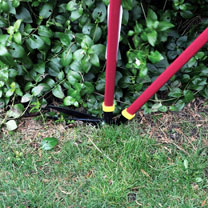 Keep the edge of your lawn fresh and clear with these deluxe lawn edging shears. This long handled version is 97cm long and allows you to treat your b