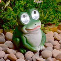 As well as making an amusing addition to your garden during daylight hours, our Bright Eyes Frog is perfect for adding atmosphere and light to your ga