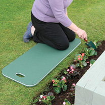 The ultimate in kneeling mats, allows you to work along a longer part of the garden without the need to keep getting up and moving the mat. Ideal for