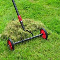 This handy scarifier is very effective in improving the condition of your lawn, with much less effort than using a traditional spring tine rake. Utili