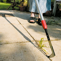 Extending from 83. 5cm (33) to 122cm (48), this telescopic weeding knife will allow you to quickly and easily weed between paving slabs or crazy pavin