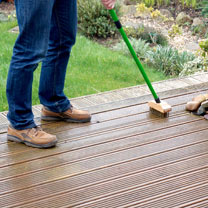 Telescopic Wire Decking Brush / Path, Patio & Decking Cleaner Concentrate
