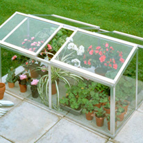 This sturdy aluminium cold frame is the perfect solution to extend your growing possibilities. Particularly invaluable in spring to raise young plants